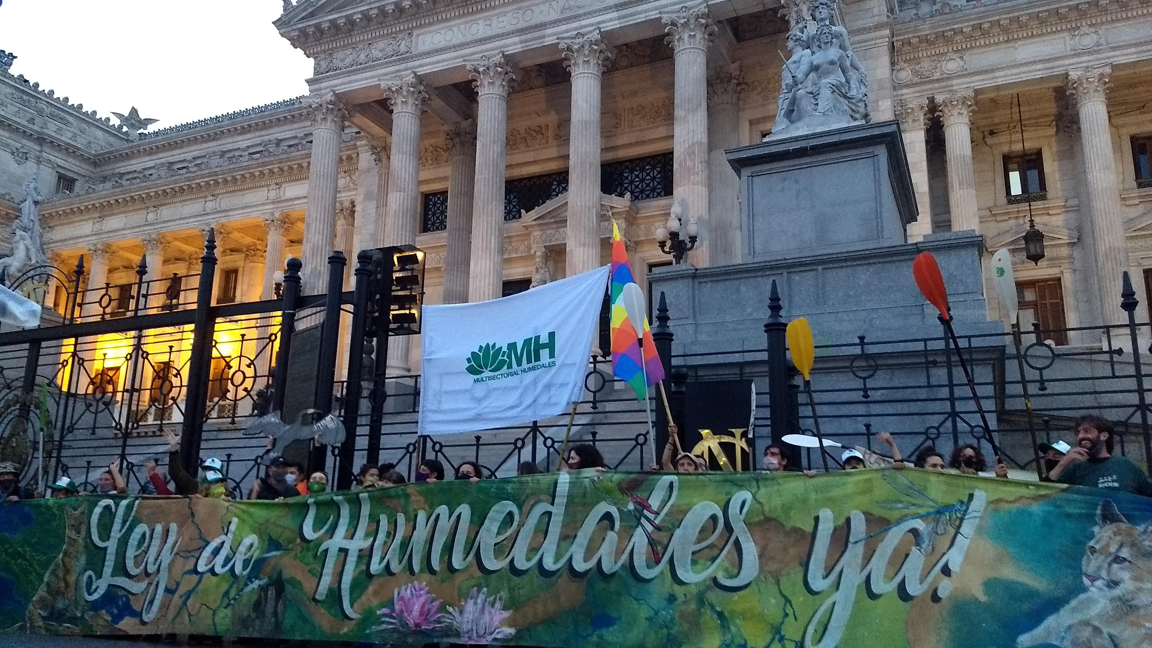 Ley de Humedales: Histórica caravana fluvial y masiva marcha al Congreso